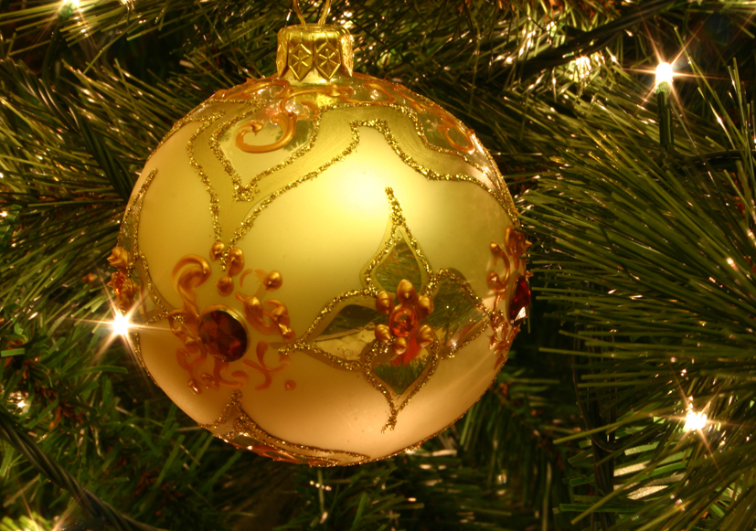 Christmas_tree_bauble[1]